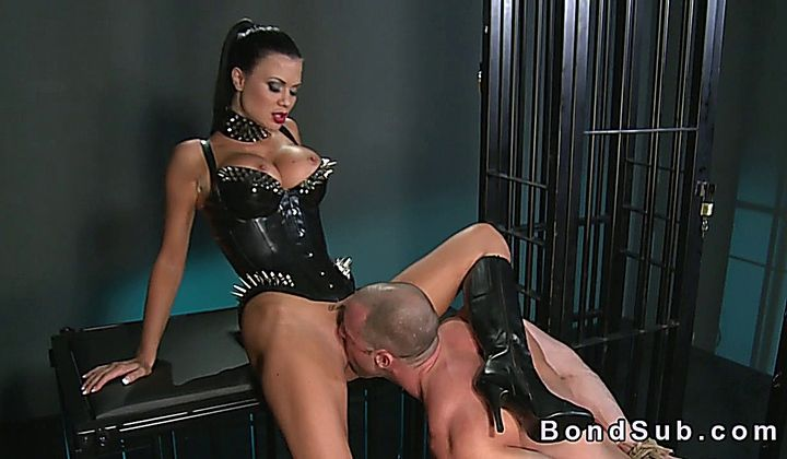 720p - Muscled Tied Up Man Licking Pussy Of Mistress